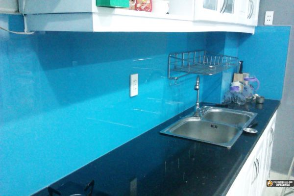 kính bếp sơn màu xanh dương