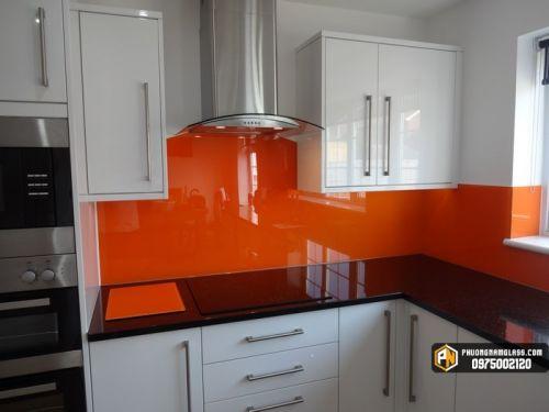 kính bếp màu vàng cam