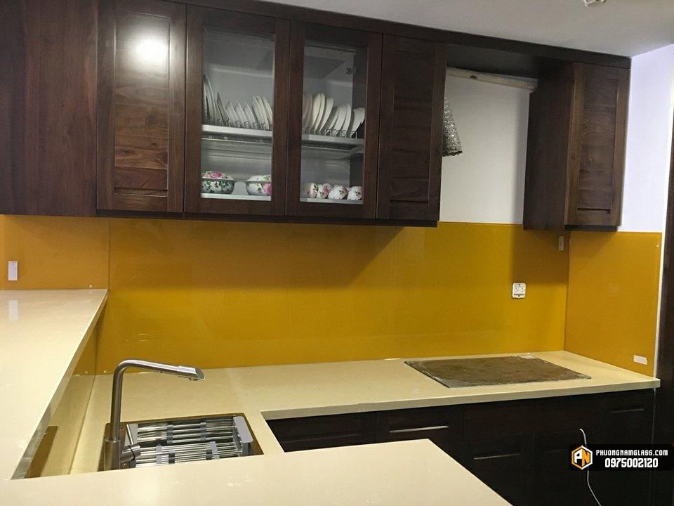 kính bếp màu vàng