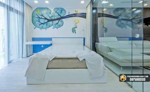 Vách kính phòng ngủ đẹp