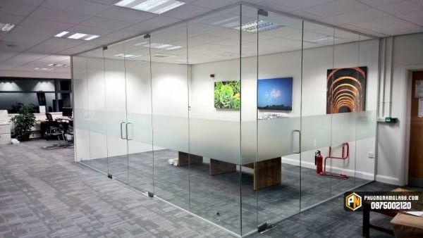 Vách kính văn phòng phòng chờ
